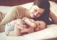 Iata de ce nu este bine ca mamele sa doarma cu bebelusul lor